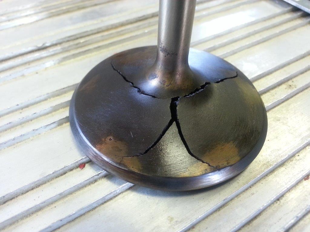Intake valve, severe cracks !? - Offshoreonly.com